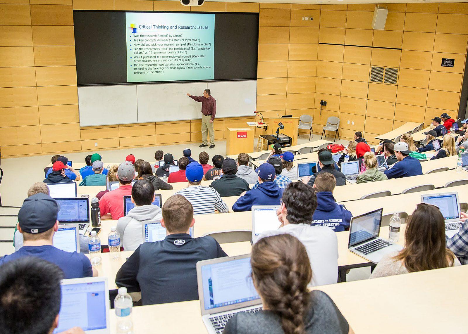 اعتماد الجداول الدراسية للعام الجامعي 2021-2022 الفصل الدراسي الاول